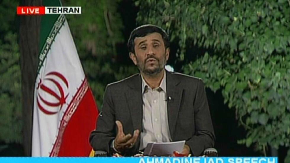 NYTALE: Ahmadinejad viser ingen tegn til å ta kritikken fra opposisjonen på alvor. Her i en tv-tale sendt på statlige Press TV i kveld.