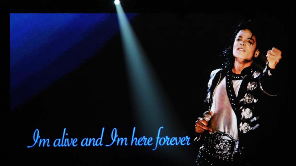 BLE FULGT AV MILLIONER PÅ NETT: Liveoverføringen av minnemarkeringen til den avdøde popstjernen Michael Jackson ble fulgt av mange millioner mennesker, og satte nye rekorder. Også den generelle nettrafikken økte kraftig. Foto: AFP PHOTO / GABRIEL BOUYS/SCANPIX