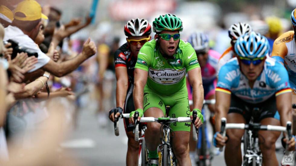 GRØNN OG SINT: Mark Cavendish spurtet inn til tredjeplass på dagens etappe. En mil tidligere skjelte han ut en spansk Caisse d'Epargne-rytter.Foto: Arnt E. Folvik, Dagbladet