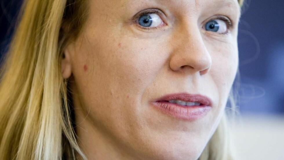 TAR GREP: Anniken Huitfeldt vil forhindre barnebortføringer til utlandet. Foto: hadde sin første arbeidsdag som barne- og likestillingsminister mandag. Foto: Håkon Mosvold Larsen / SCANPIX
