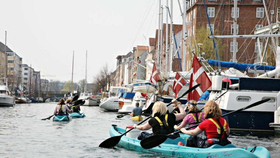 BYPADLING: Du kan leie kajakk og prøve vannveien i København. En annerledes måte å oppleve Kongens by på.FOTO: Odd Roar Lange