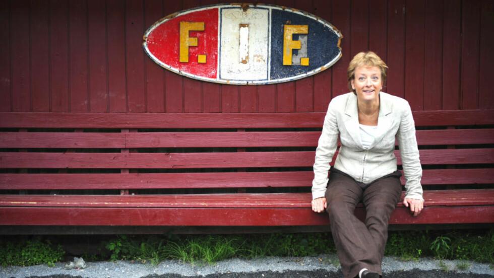 - HAR LEVERT: Hun startet karrieren som midtbanespiller på Trondheims-Ørn, utdannet seg til samfunnsviter, ble kultursjef i Selbu kommune, leder av bystyresekretariatet i hjembyen Trondheim, styremedlem i NFF, visepresident siden 1996, generalsekretær siden 1999, leder av det europeiske fotballforbundets kvinnekomité 2007-2009. - Dette blir sannsynligvis mottatt med litt overraskelse internasjonalt. For jeg vet at jeg har levert i ti år, sier hun.