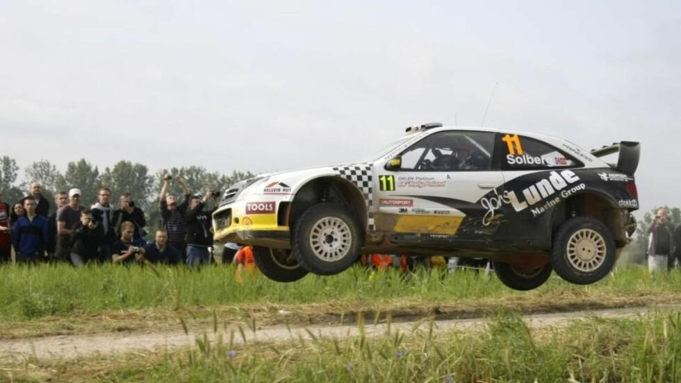 SAMME GAMLE: Privatfører Petter Solberg og kartleser Phil Mills må fortsatt kjøre sin tre år gamle Citroën Xsara resten av rally-sesongen. Foto: Peter Andrews, Reuters/Scanpix