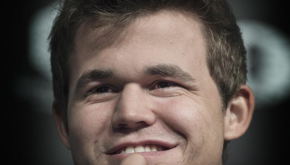 FELLE: Magnus Carlsen jobber knallhardt med å få den russiske motstanderen ut av komfortsonen. Foto: Hans Arne Vedlog  / Dagbøladet