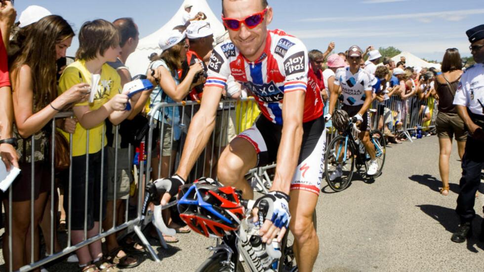 INGENTING Å GI: Kurt Asle Arvesen har jobbet hardt den første uka av Tour de France. I dag var det lite krefter igjen i kroppen. Dermed kommer morgendagens hviledag meget beleilig for Saxo Bank-rytteren. Bildet er tatt før onsdagens etappe.Foto: Heiko Junge, Scanpix