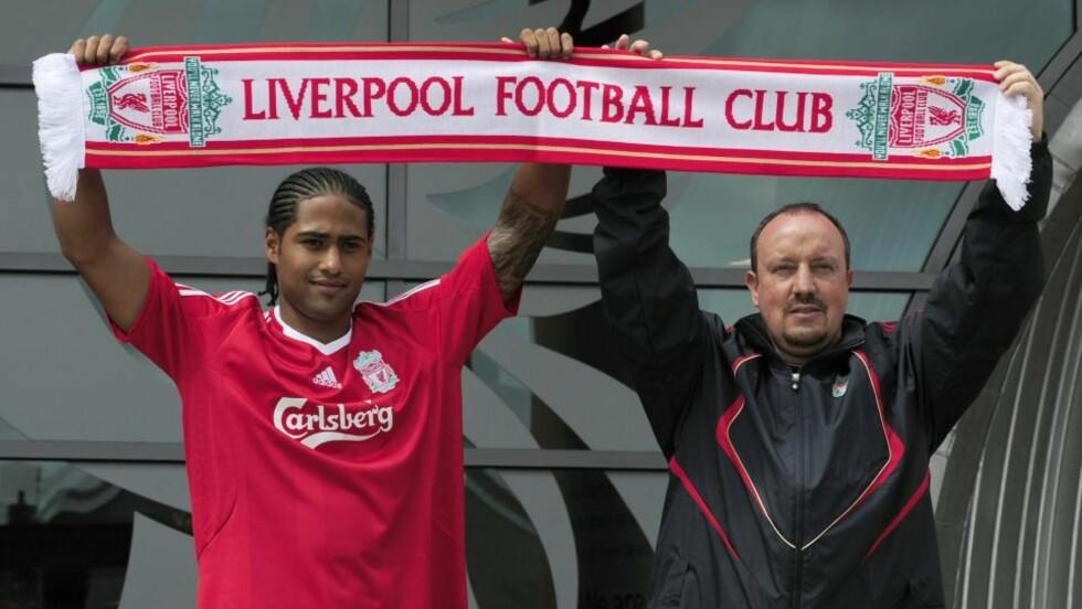 PÅ PLASS PÅ ANFIELD: Glen Johnson ble i forrige uke presentert på treningsfeltet Melwood av Liverpool-manager Rafael Benitez. Foto: REUTERS