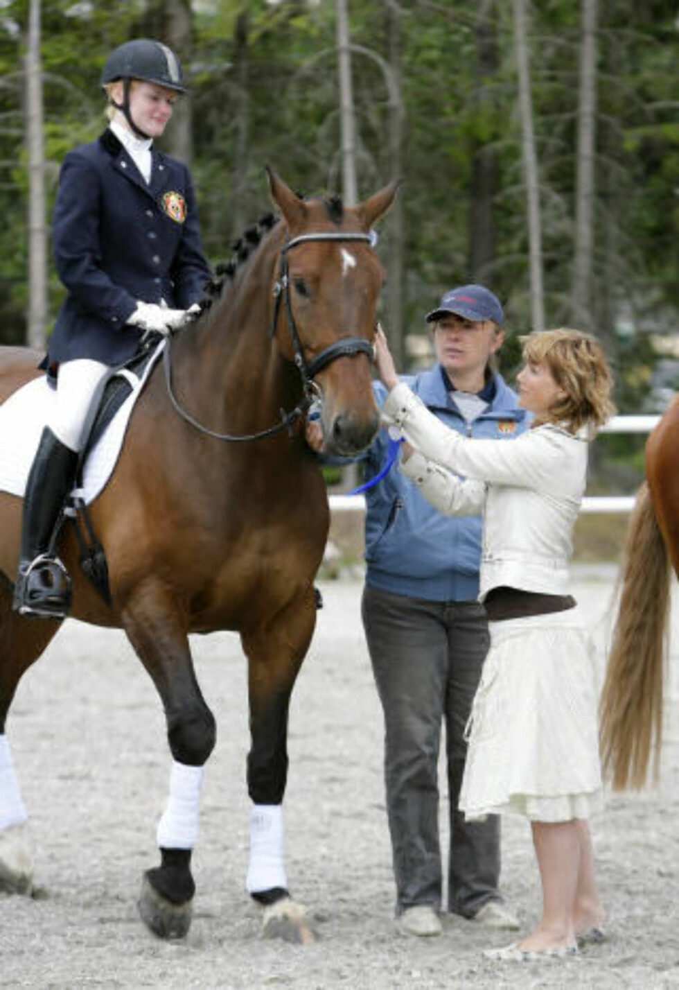 KONGELIG PREMIE:  Her overrekker prinsesse Märtha Louise medalje til Mariette Garborg med hesten Luthar under et ridestevne for funksjonshemmede i 2007. Foto: Tor Erik Schrøder / SCANPIX