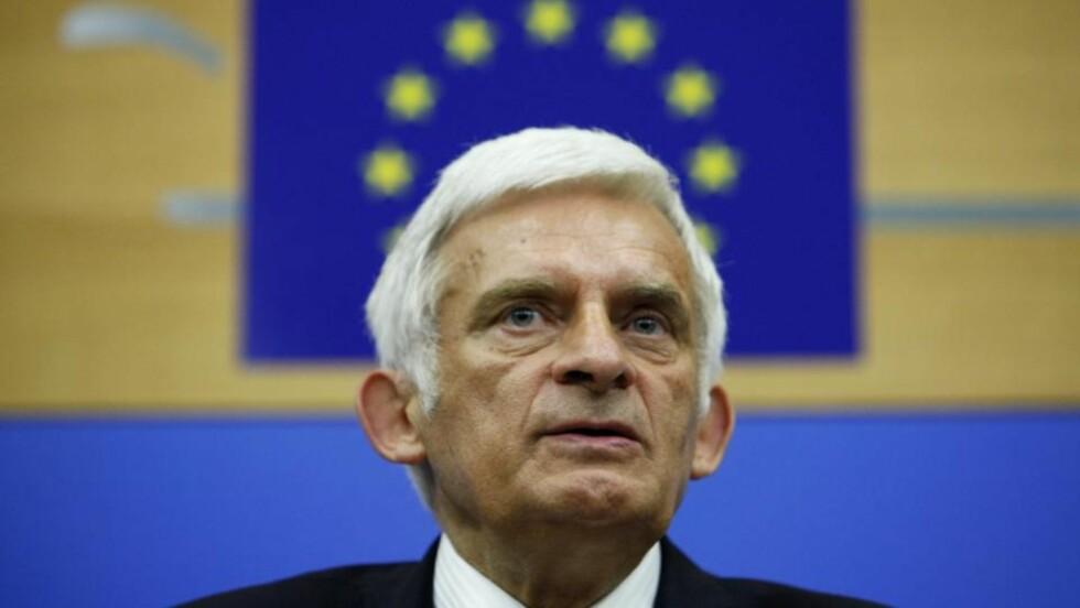 NY PRESIDENT: Polske Jerzy Buzek leder nå EU-parlamentet. Foto:LUCAS DOLEGA/EPA