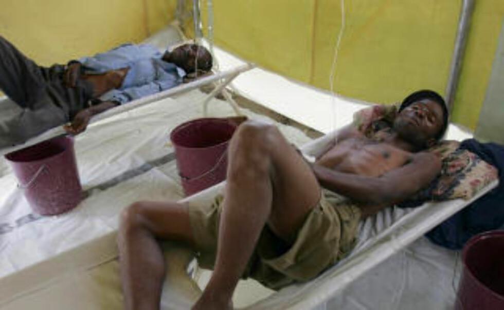 HARARE: Et kolerautbrudd har smittet titusener i Zimbabwe. Den vannbårne sykdommen har tatt livet av flere tusen.  Foto: REUTERS/Philimon Bulawayo/SCANPIX