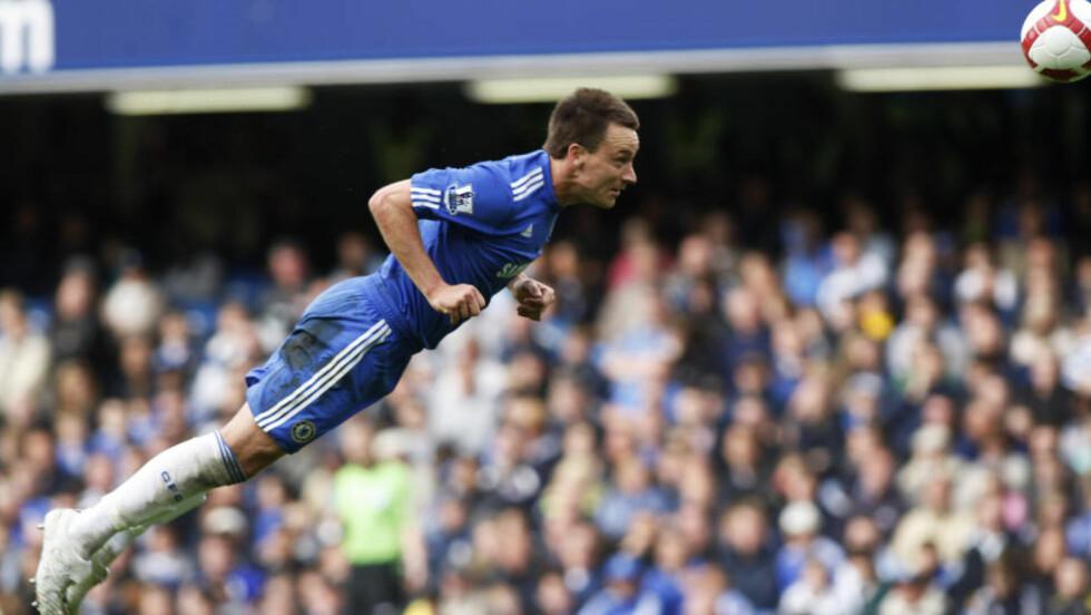 PÅ VEI BORT? Manchester City ligger langflate etter John Terry, men spørsmålet er om han er villig til å ofre Champions League-spill. Foto: AP