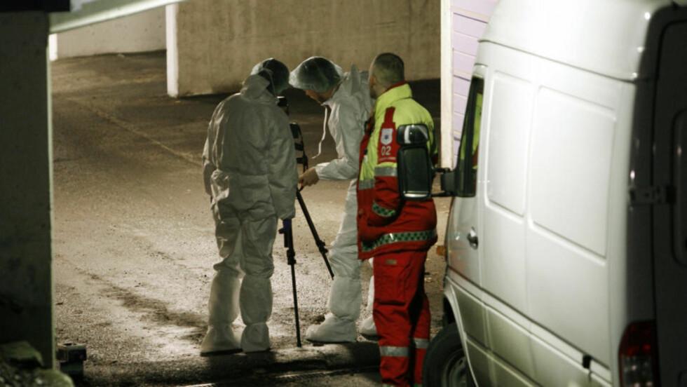FUNNET I GARASJEN: Politiet i arbeid på åstedet i garasjeanlegget på Skøyen i Oslo, der 43 år gamle Vegard Bjerk ble funnet drept 18. desember i fjor. Foto: Erlend Aas/SCANPIX