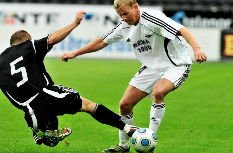 MÅLLØST: Som Tromsø fikk RBK 0-0 i andre kvalikrunde til Europa League, men hjemme er målløst mindre verdt enn det er borte. Her er RBKs Steffen Iversen og Karabakhs Maxim Medvedev i duell.  Foto: Ned Alley / SCANPIX
