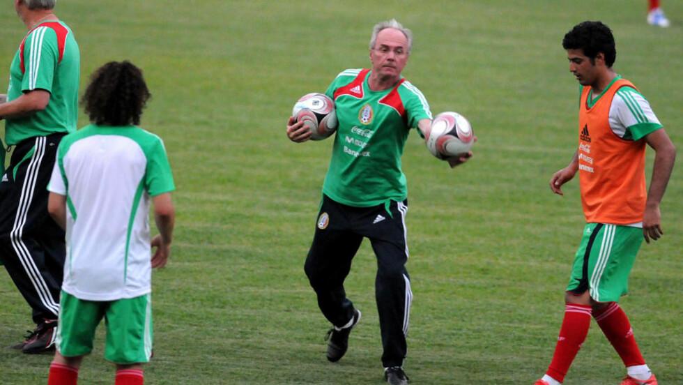 MULIG ENGLAND-RETUR: Sven Göran Eriksson fikk sparken som Mexico-trener og kan nå være på vei tilbake til engelsk fotball og Notts County. Foto: AFP