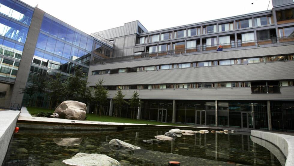 SVINEINFLUENSA: Her på St. Olavs Hospital i Trondheim er en kvinne i 20-årene smittet av H1N1-viruset, den såkalte svineinfluensaen. Foto: Gorm Kallestad / SCANPIX .