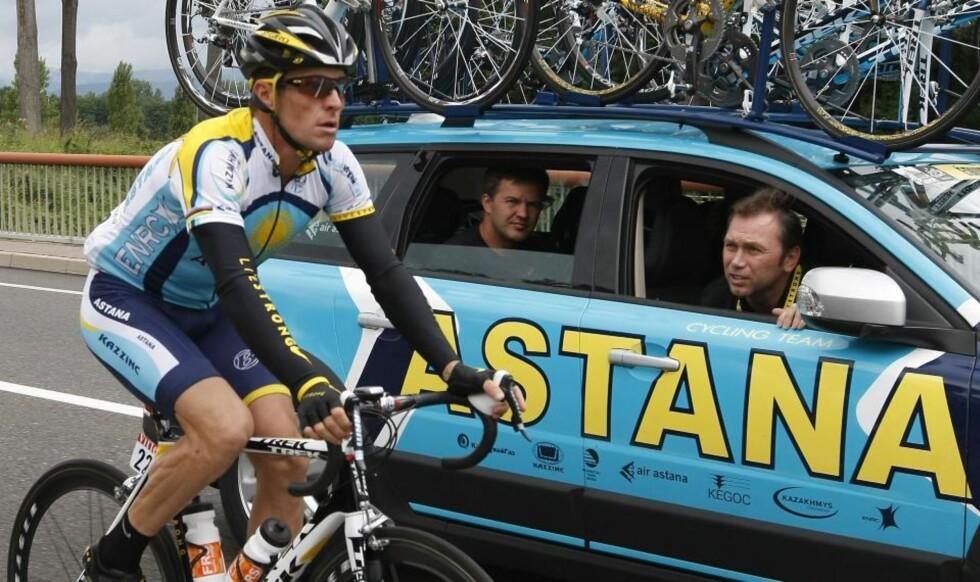 FERDIG MED ASTANA: Astanas sportsdirektør Johan Bruyneel (t.h.) sier at hans samarbeid med Astana er et avsluttet kapittel etter denne sesongen. Det setter ytterligere fart i ryktene om at belgieren og Lance Armstrong har planer om å danne sitt eget profflag neste år.Foto: SCANPIX/REUTERS/Eric Gaillard
