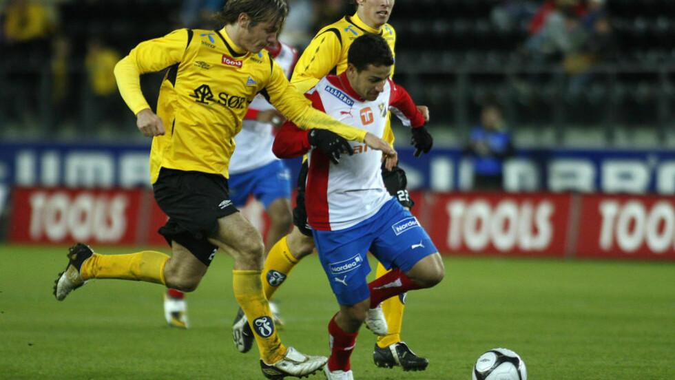 TRUES: Diego Guastavino har vært Lyns beste spiller denne sesongen. Nå sier Lyn at midtbanespilleren må skrive under ny kontrakt, ellers blir det B-laget. Foto: Tor Erik Schrøder  / SCANPIX