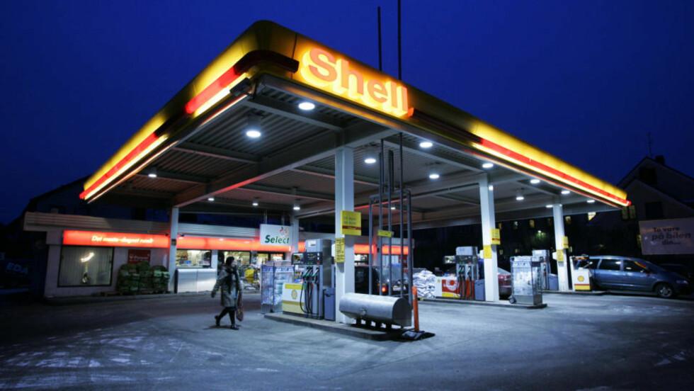 FORSVINNER PÅ GRUNN AV FRAFLYTTING:  - Jeg tipper at det om 15 år vil være godt under 1.000 bensinstasjoner i Norge, sier administrerende direktør Dag Roger Rinde i Statoil Norge. Foto: Erlend Aas / SCANPIX