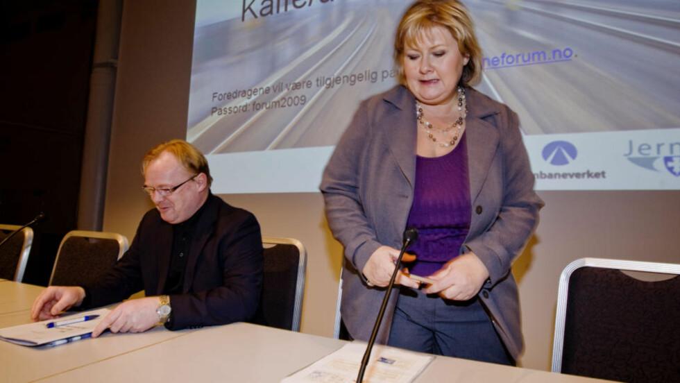 KRANGLER OM LEDERSKAP: Nestleder i Frp Per Sandberg irriterer seg kraftig over at Høyre-leder Erna Solberg går til angrep på Siv Jensens lederegenskaper, og svarer med samme mynt tilbake. Foto: Cornelius Poppe / SCANPIX