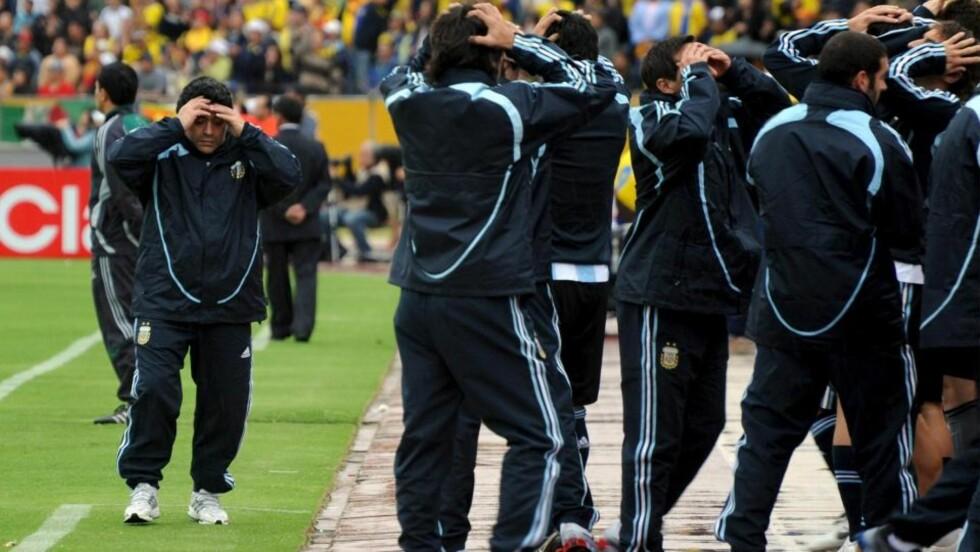 SNART SLUTT ?: Maradona har ikke overbevist som argentinsk landslagssjef. Nå hevder advokaten hans at han vil vrake jobben for å knytte seg til Premier League-klubben Portsmouth.  Foto: EPA/CECILIA PUEBLA