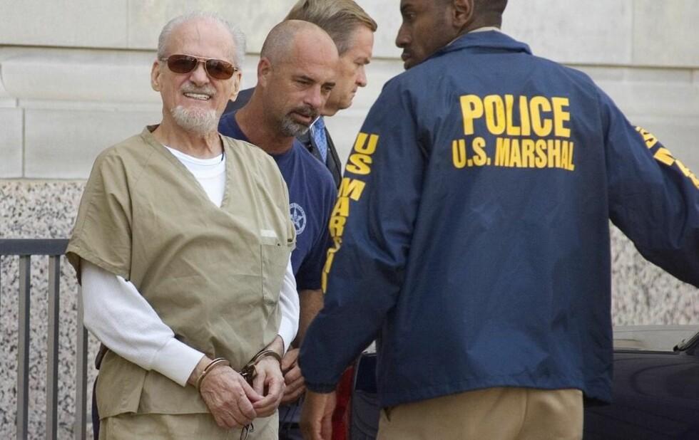 PEDOFIL EVANGELIST:  Tony Alamo (74) ledes ut av retten i forrige uke. Alamo er tiltalt for å ha transportert fem jenter så unge som åtte år over statsgrensene i USA for å ha sex med dem. Foto: AP Photo/Texarkana Gazette, Evan Lewis