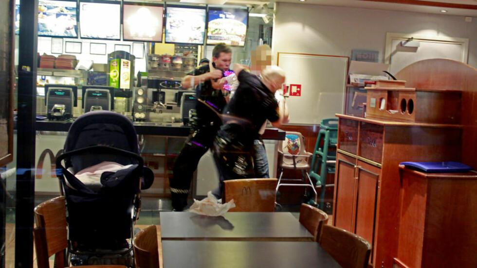 PÅGREPET: En mann ble fredag pågrepet etter å satt seg til motverge da politiet ankom. Mannen skal ha vært tydelig rusa og i barnevogna lå mannens to måneder gamle barn. Foto: Espen Hovde