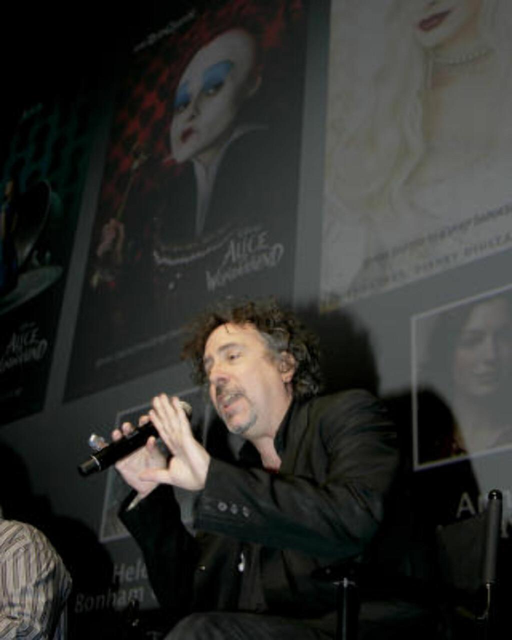SKRUDD REGISSØR: Tim Burton snakket om både «Alice in Wonderland» og «9». Foto: Denis Poroy/Scanpix
