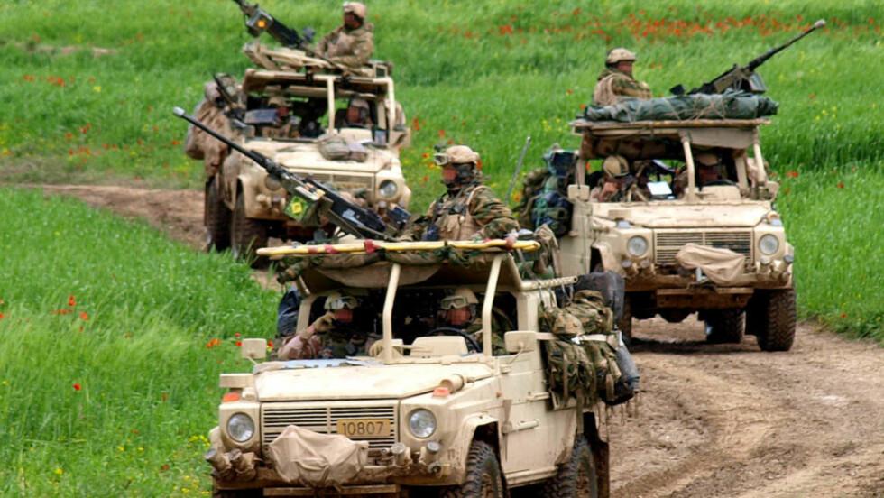 FORVIRRING RUNDT SKYTEEPISODE: De norske styrkene i Afghanistan drepte en afghansk mann på motrsykkel på lørdag. Kjøretøyene på bildet, som er de samme som var involvert episoden, er her fotografert i Ghowrmach-distriktet sørvest for Meymaneh.  Illustrasjonsfoto: Forsvaret / SCANPIX