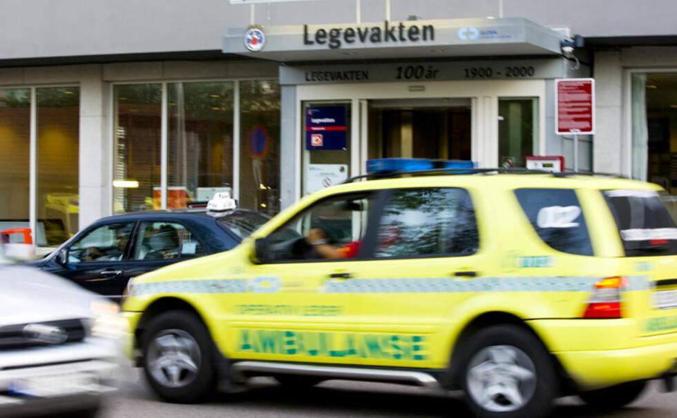 PRESSET KAPASITET: Oslo kommunale legevakt oppsøkes, i likhet med mange andre legekontor, i økende grad av folk som tror de kan ha svineinfluensa. Foto: HEIKO JUNGE/SCANPIX