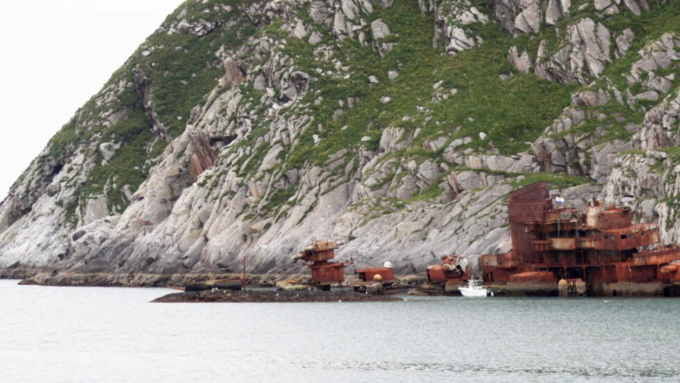 """USTABILT: Vraket av den russiske krysseren """"Murmansk"""" ligger ikke langt fra bebodd område, og er ikke noe vakkert skue. Foto Steinar Mikalsen / SCANPIX"""