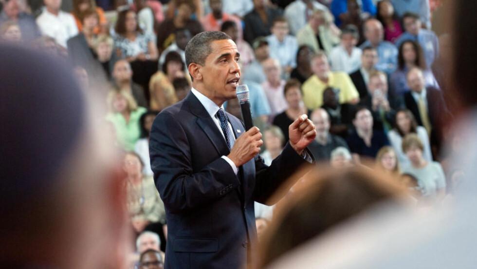 TALER: USAs president Barack Obama taler om finanskrisa og helsereform på Broughton High School i Raleigh i dag onsdag. Foto: REUTERS