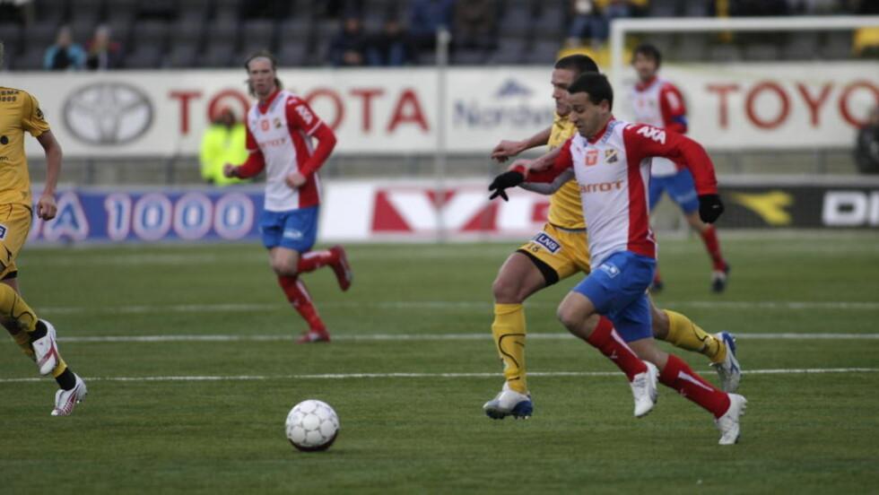 ETTERTRAKTET: Diego Guastavino er på vei bort fra kriserammede Lyn, og nå skal to av Norges største klubber være ute etter teknikeren. Foto: Anders  Vanderloock / SCANPIX