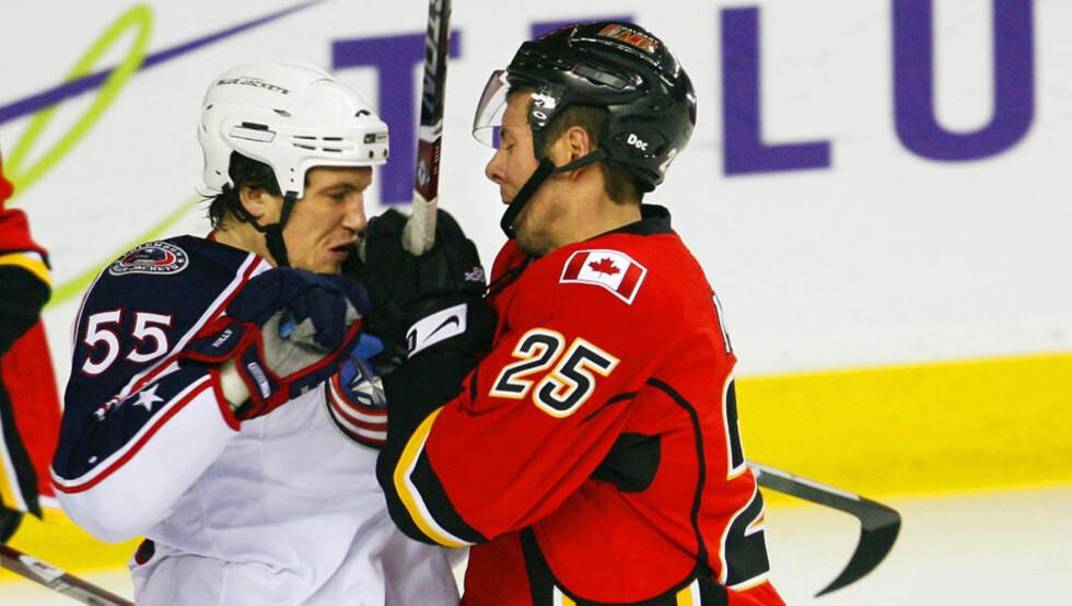 KLAR FOR NHL: Ole-Kristian Tollefsen (v) hadde tilbud fra flere NHL-klubber, men valgte Philadelpia Flyers for lagets tøffe stil. Foto: SCANPIX/REUTERS/Todd Korol (CANADA)