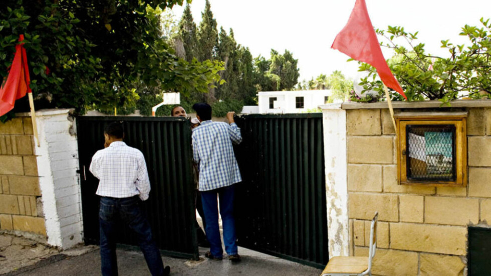 HER GIKK BARNA: Ved denne porten på den marokkanske skolen Khalil Gibran School i Rabat, skal den norske ambassadøren Bjørn Blokhus ha møtt opp med en hel delegasjon uten avtale. Foto: Sveinung Uddu Ystad