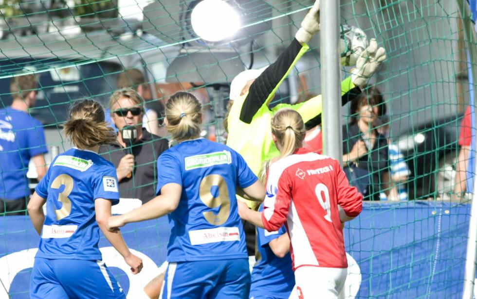 GLEDE: Sundal IL, her ved Guro Watten Furu (nummer ni), slo Linderud Grei 2-1 i finalen i Klasse Q (J90).Foto: Thomas Rasmus Skaug/Dagbladet