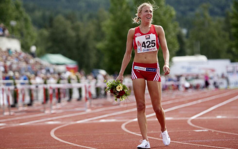 GOD PÅ BAR BAKKE: Langrennsløper Kristin Størmer Steira vant 5000 meter for kvinner under NM i Friidrett på Lillehammer.Foto: Kyrre Lien / SCANPIX