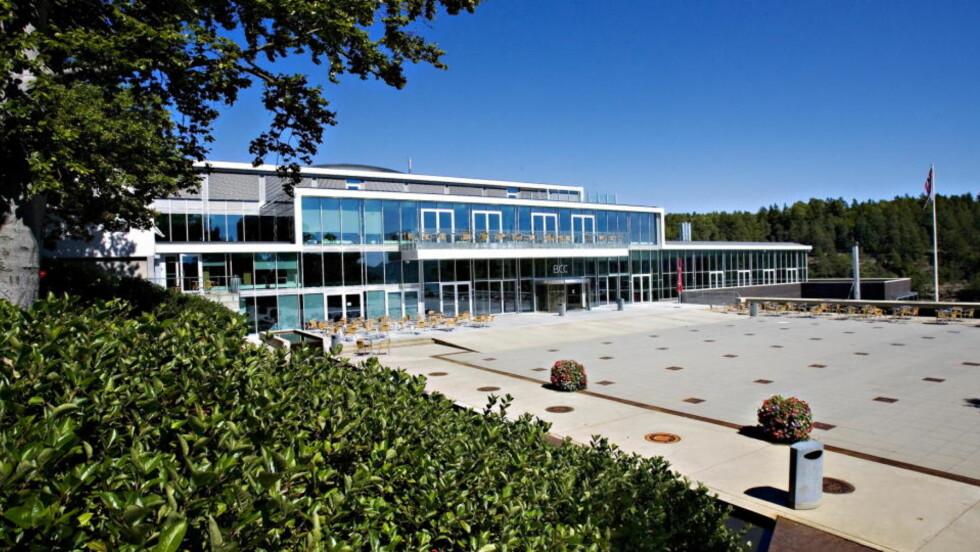 HER SKAL DET HA SKJEDD: På Brustad Conference Center i Stokke i Vestfold skal en ti år gammel jente ha blitt misbrukt seksuelt av en voksen mann for to uker siden. Foto: Thorbjørn Grønning