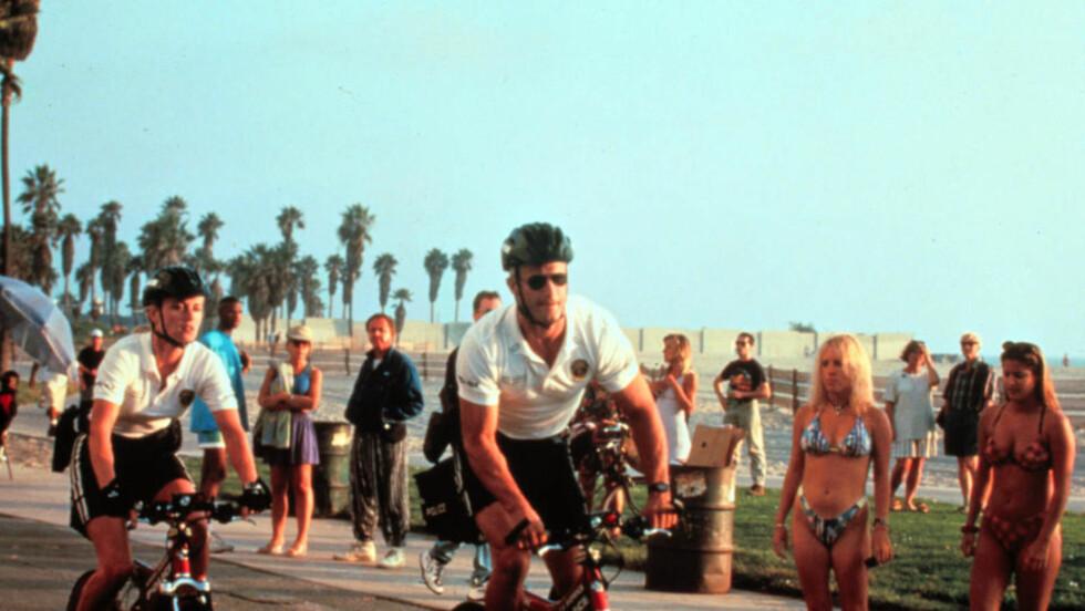 INNARBEIDET SOMMERRITUALE: Sykkelpolitiet på Santa Monica Beach. Foto: TV 2