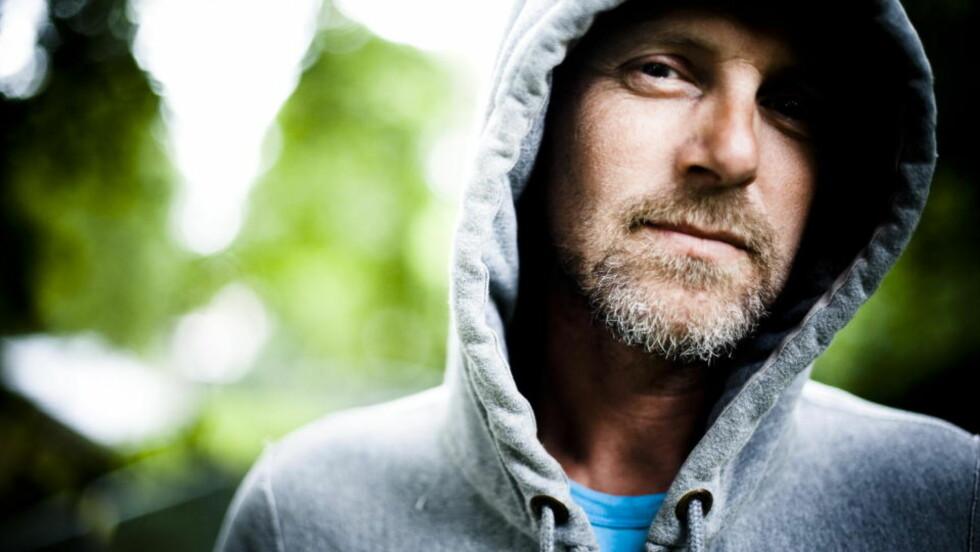 KVALITETSBEVISST: Jo Nesbø er ikke snau med å kvalitetssikre sine bøker. Men han er ofte i seineste laget. Foto: HÅKON EIKESDAL