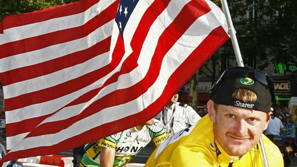 ENDTE I SKAM: Amerikaneren Floyd Landis skulle føre arven videre fra Lance Armstrong, men dagen etter at han feiret sammenlagtseieren i Tour de France, var det klart at han hadde testet positivt på dopingprøve. Foto: REUTERS/Stefano Rellandini/SCANPIX