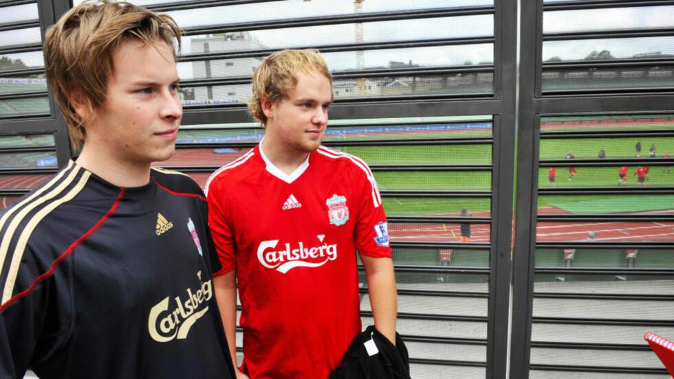 TROR PÅ GULL: Jørgen Heie og Kristoffer Iversen er klokkeklar: Liverpool tar gull i år. Liverpool-supporterne tror ikke Xabi Alonsos avgang er det samme som farvel til ligagullet.