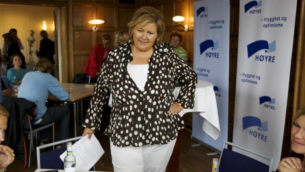 EN LITEN OPPMUNTRING:  Høyre og Erna Solberg får se 15-tallet igjen - her fra valgkampåpningen tirsdag. Foto: CORNELIUS POPPE, SCANPIX.