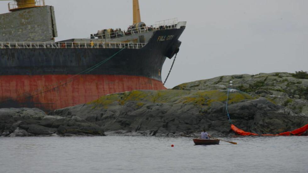 IKKE TØMT: Skipet Full City ligger fortsatt ved Såstein i Langesund. Foto: Torbjørn Berg.