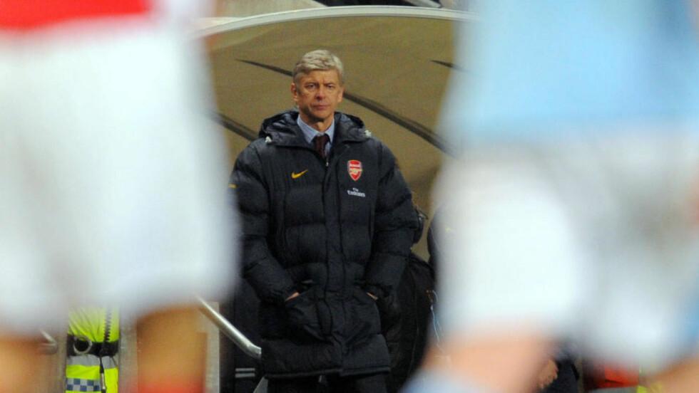 NYE TOPPLAG: Arsenal-sjef Arsene Wenger advarer storklubbene mot å føle seg sikre på posisjonen i Premier League. Foto: AFP/ANDREW YATES