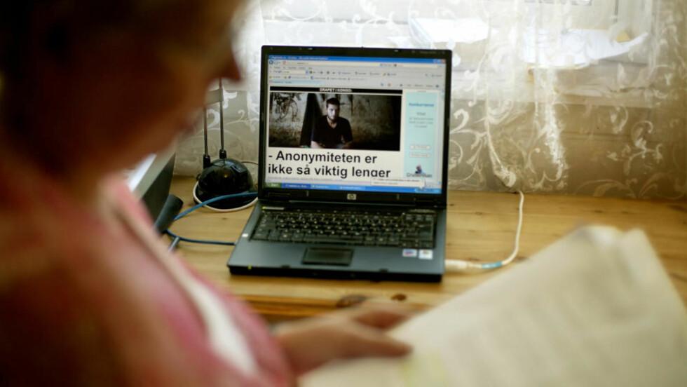 LESER TILTALEN: - Det var trist å se ham sliten og syk, forteller moren til drapstiltalte Joshua French (27). Foto: Bjørn Langsem/DAGBLADET