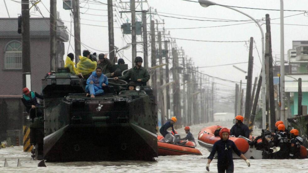 FLYKTER: Kinesere blir evakuert fra Zhejiang-provinsen. Foto: AFP PHOTO / Sam YEH