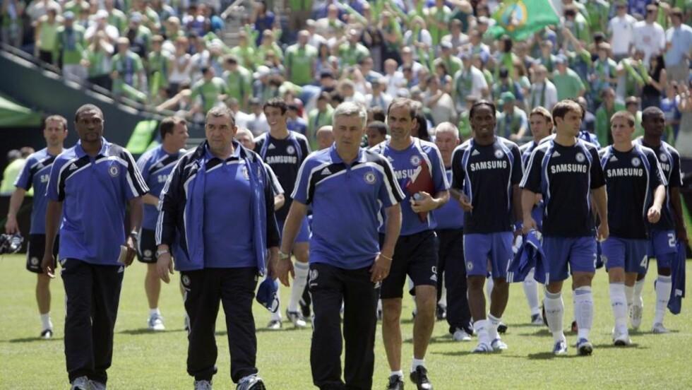 VIL GJENTA BRAGDEN: Carlo Ancelotti, med hele Chelsea-hæren bak seg, vil gjenta seieren fra 2007, da italieneren slo United 3-0 med Milan. Foto: Roberto Sorbo / EPA.