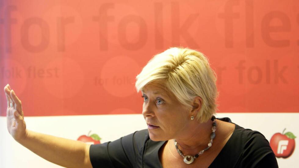 ELDREOMSORG VIKTIGST:  Siv Jensen la i dag frem på en pressekonferanse fem krav til norsk eldreomsorg. Hun forventer et svar fra statsminister Jens Stoltenberg. Foto: SCANPIX