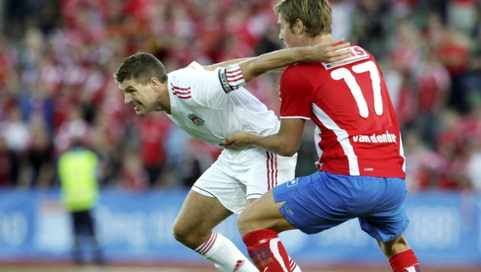 UTE AV SPILL: Steven Gerrard kom inn som innbytter mot Lyn i forrige uke. I dag trakk Liverpool-kapteinen seg fra Englands landslagstropp. Foto: Terje Bendiksby / SCANPIX