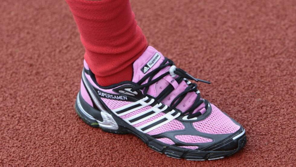 SUPERSKOENE: «Supersamen» pryder Gamstens rosa joggesko. Foto: ARNT E. FOLVIK