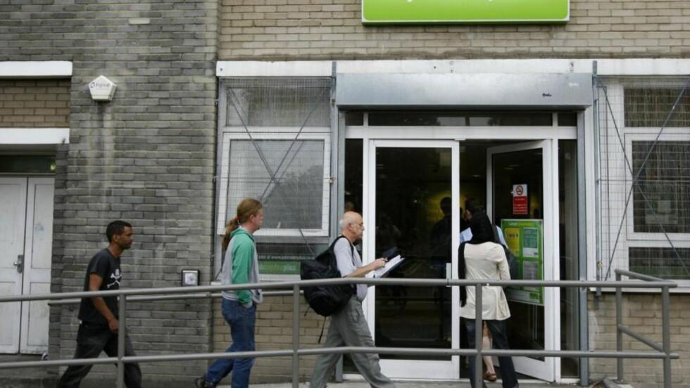 DÅRLIGE TIDER: Arbeidsledigheten i Storbritannia steg i perioden april til juni til sitt høyeste nivå på 13 år, ifølge offisielle tall. Foto: REUTERS / Stephen Hird / SCANPIX